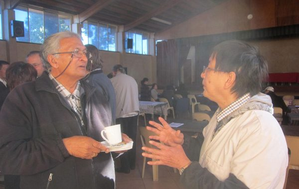 Dr Wang Shiping in discussion with Dr Lala